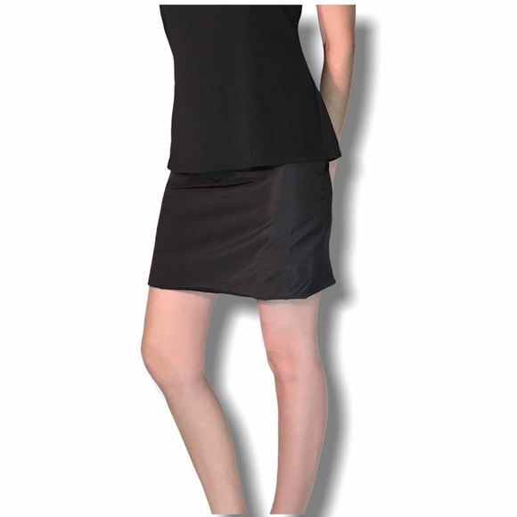 Bubble but mini skirts Giorgio Armani Skirts Giorgio Armani Silk Mini Skirt Size Small Poshmark